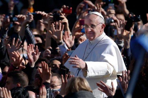 El Papa da Vaticano bonos al personal de la Caridad