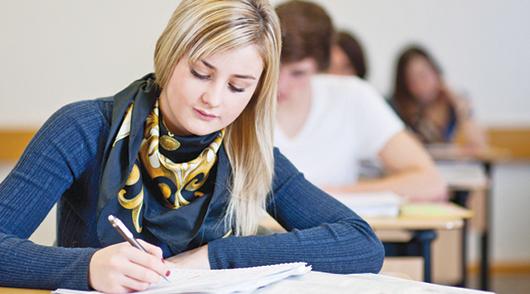 Abiertas becas para los estudiantes