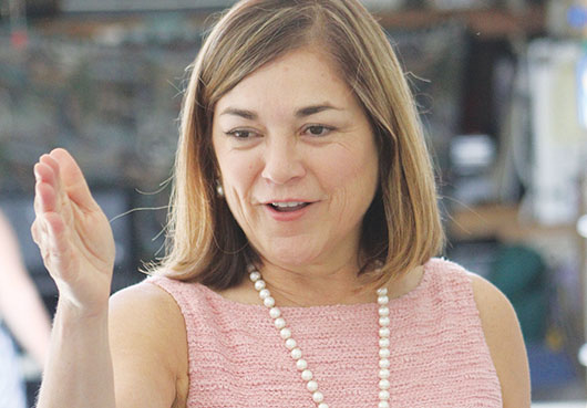 Congresista Loretta Sáchez inicia campaña política