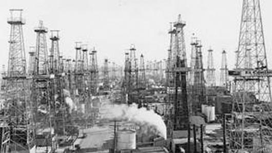 Los pozos de petróleo ocultos en el corazón de Los Ángeles