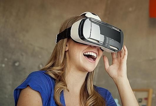 Samsung comercilizará su casco de realidad virtual Gear VR desde diciembre